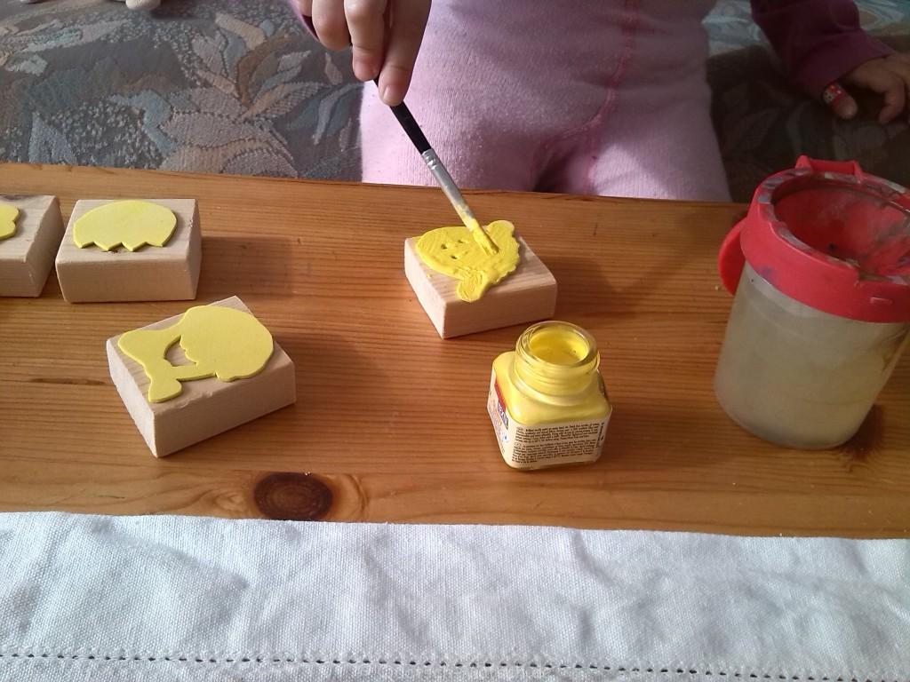 tischdecke f r ostern selber machen der familienblog f r. Black Bedroom Furniture Sets. Home Design Ideas