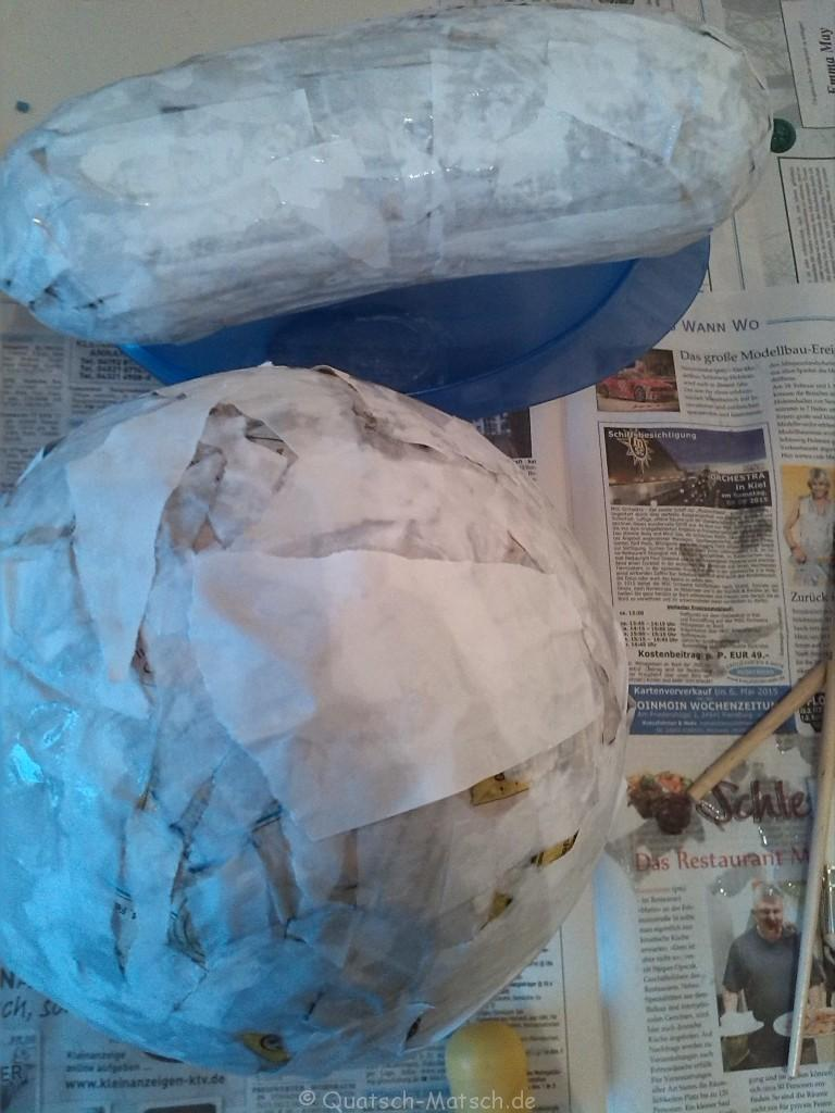 Schichten auftragen Pappmache