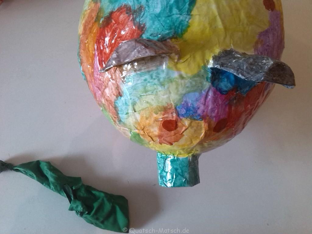 Ballon entfernen Pappmache