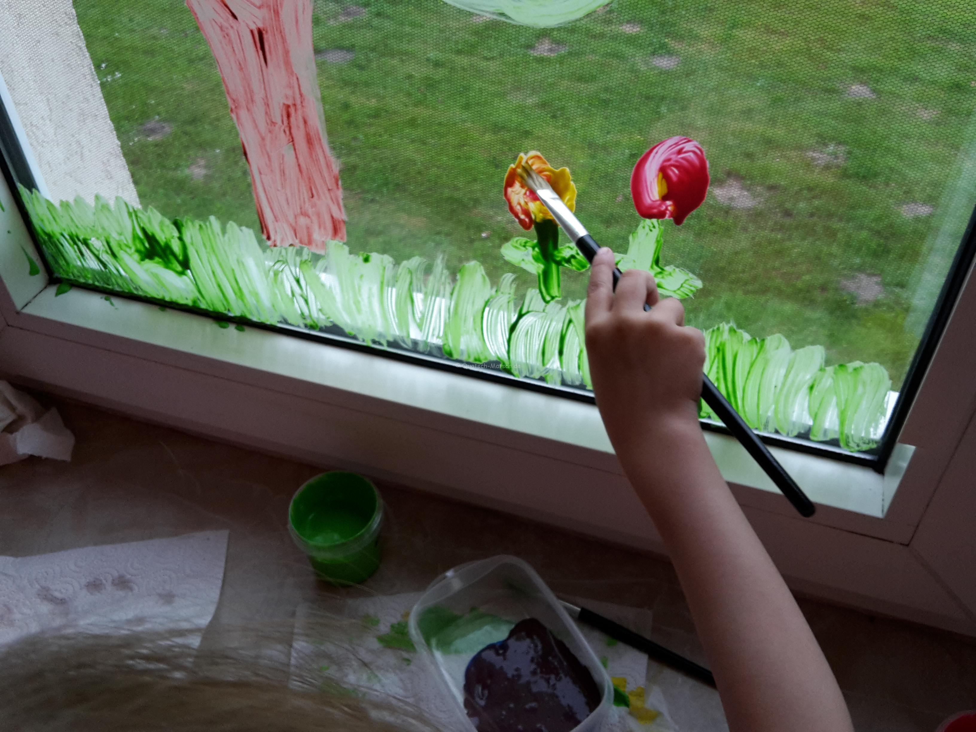 fensterbild mit fingerfarben diy der familienblog f r. Black Bedroom Furniture Sets. Home Design Ideas