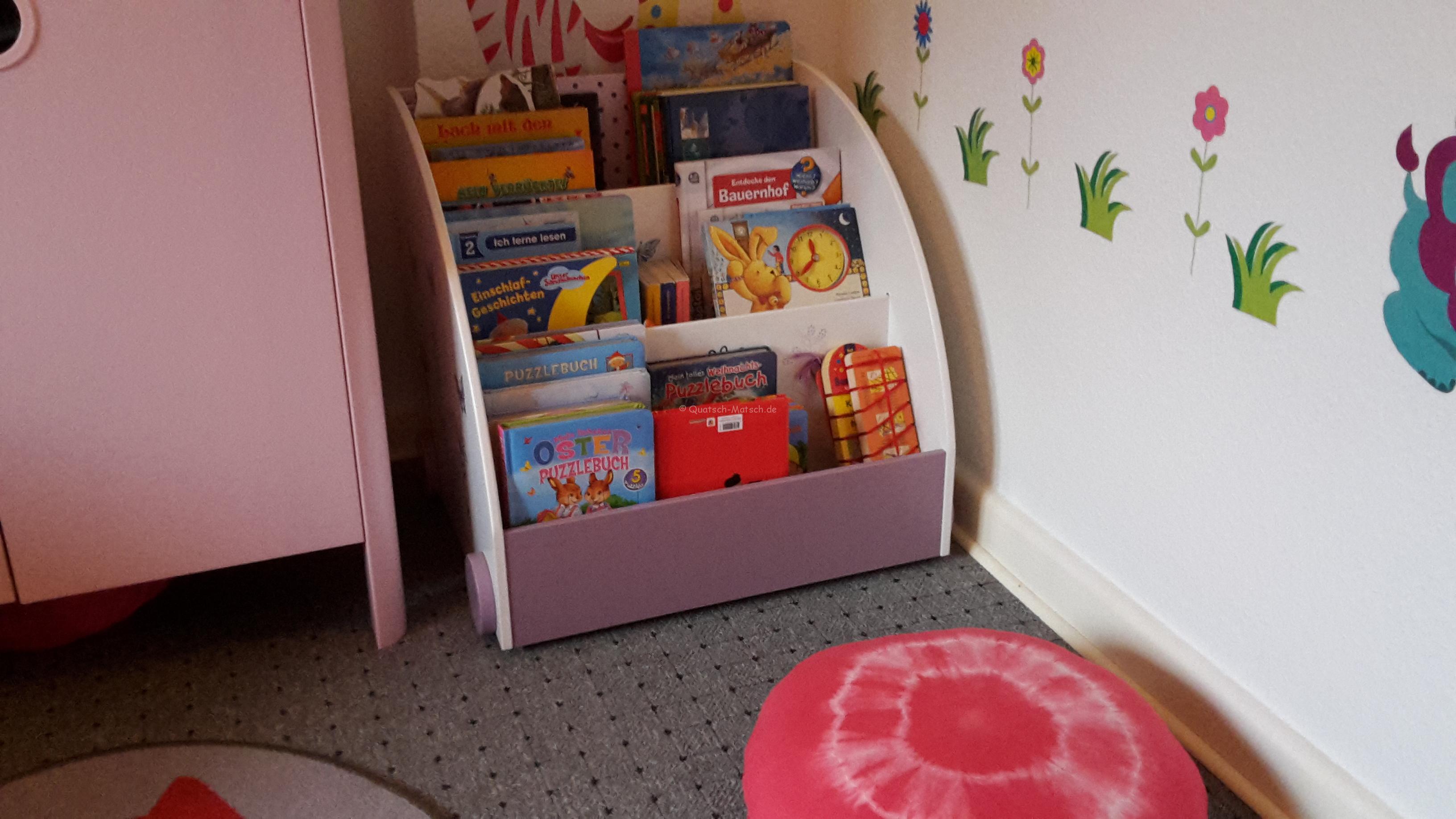 Unser neues Bücherregal und Playmobil Ecke
