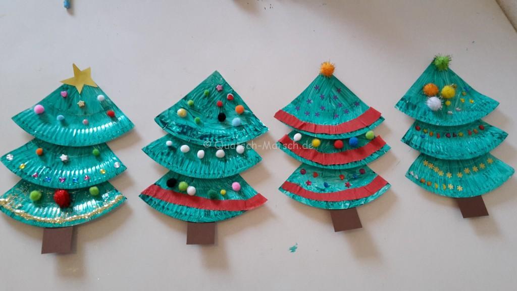Weihnachtsbäume aus Pappteller