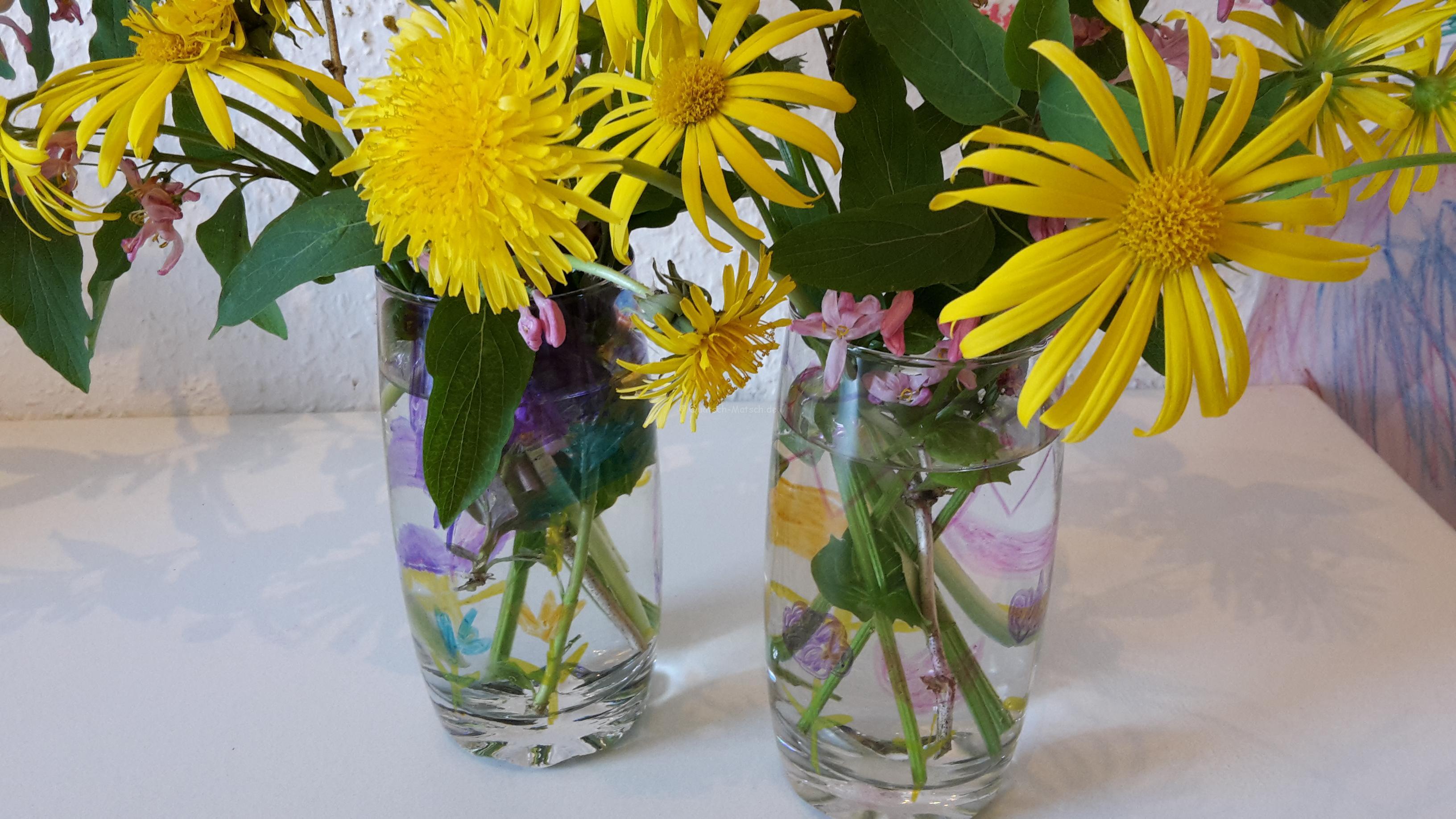 Blumenvasen aus alten Gläsern selber machen – Upcycling