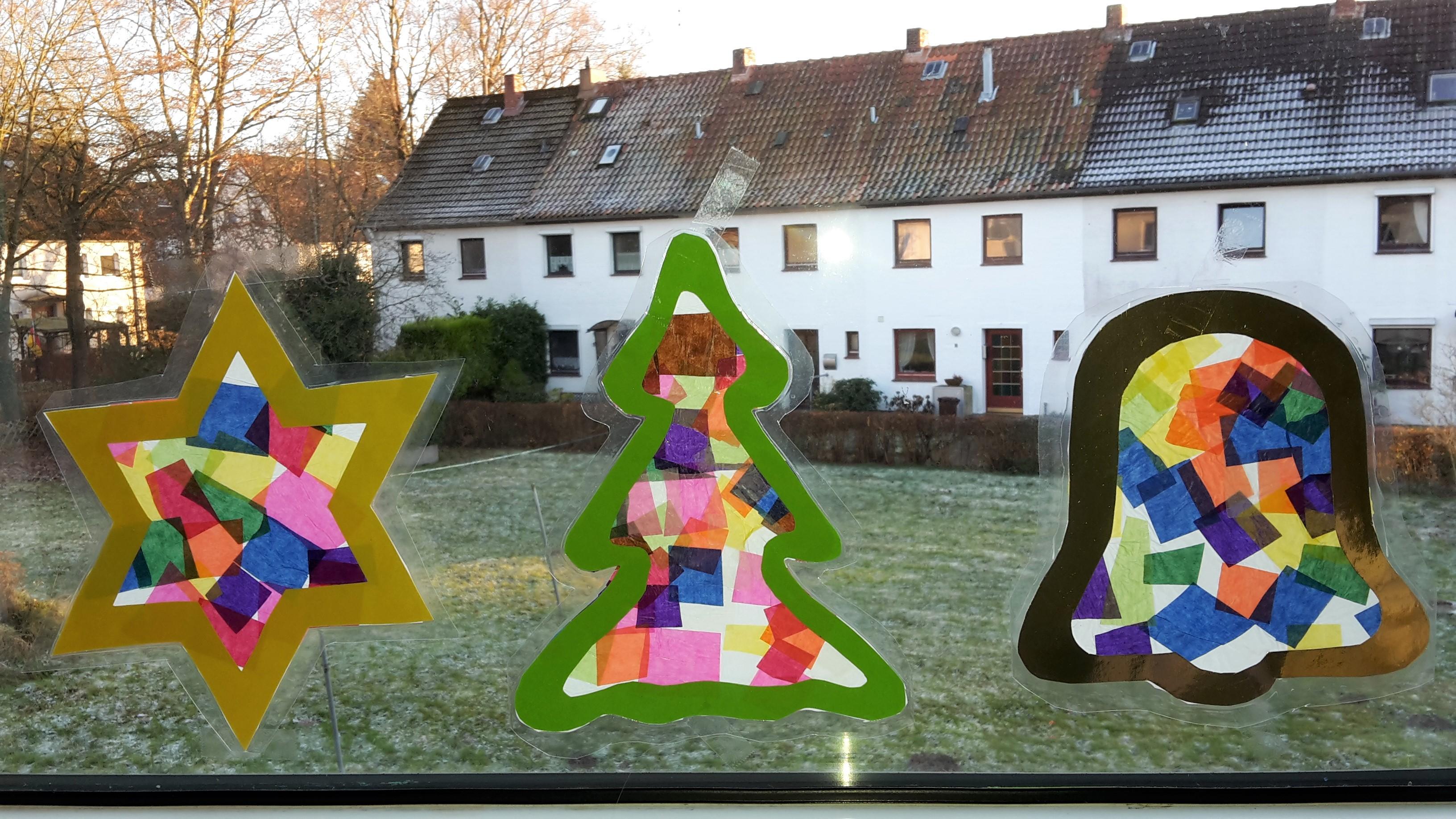 Weihnachtliche Fensterbilder aus Transparentpapier