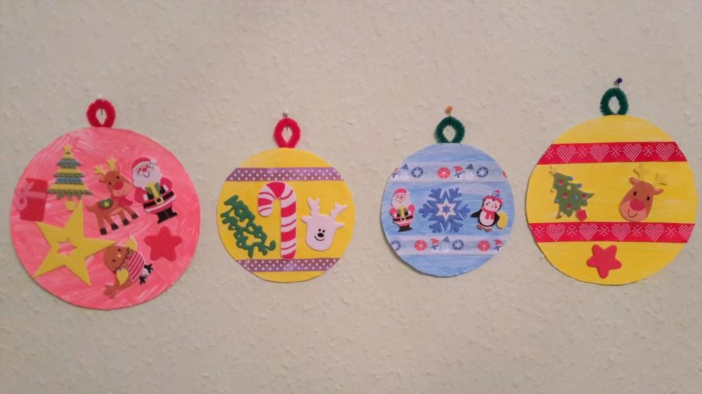 Weihnachtskugeln aus Pappteller selber machen
