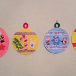 Bunte Weihnachtskugeln aus Pappteller – DIY