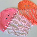 Quallen aus Pappteller basteln – Sommerdeko