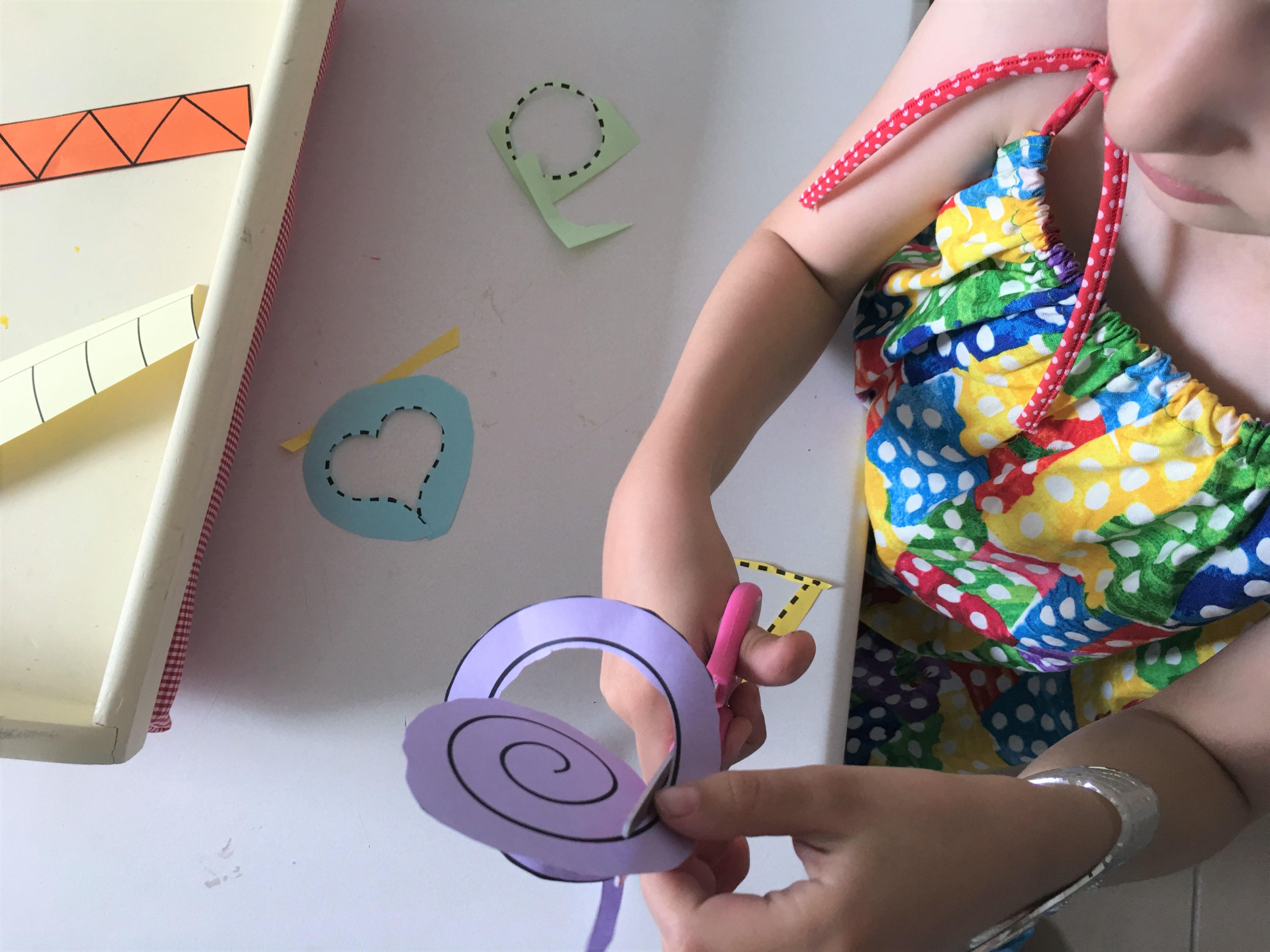 Mit Der Schere Schneiden üben Montessori Der Familienblog Für