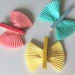 Bunte Schmetterlinge aus Muffinförmchen