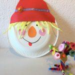 Vogelscheuche aus Pappteller – Basteln mit Kindern