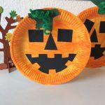 Kürbis aus Papptellern – Basteln mit Kinder
