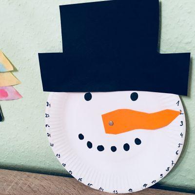 Adventskalender aus Pappteller – Basteln für Weihnachten