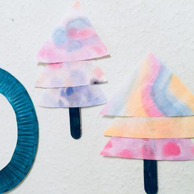 Kunterbunte Tannenbäume aus Kaffeefilter – Basteln mit Kindern