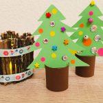 Weihnachtsbäume aus Toilettenpapierrollen – Basteln mit Kindern