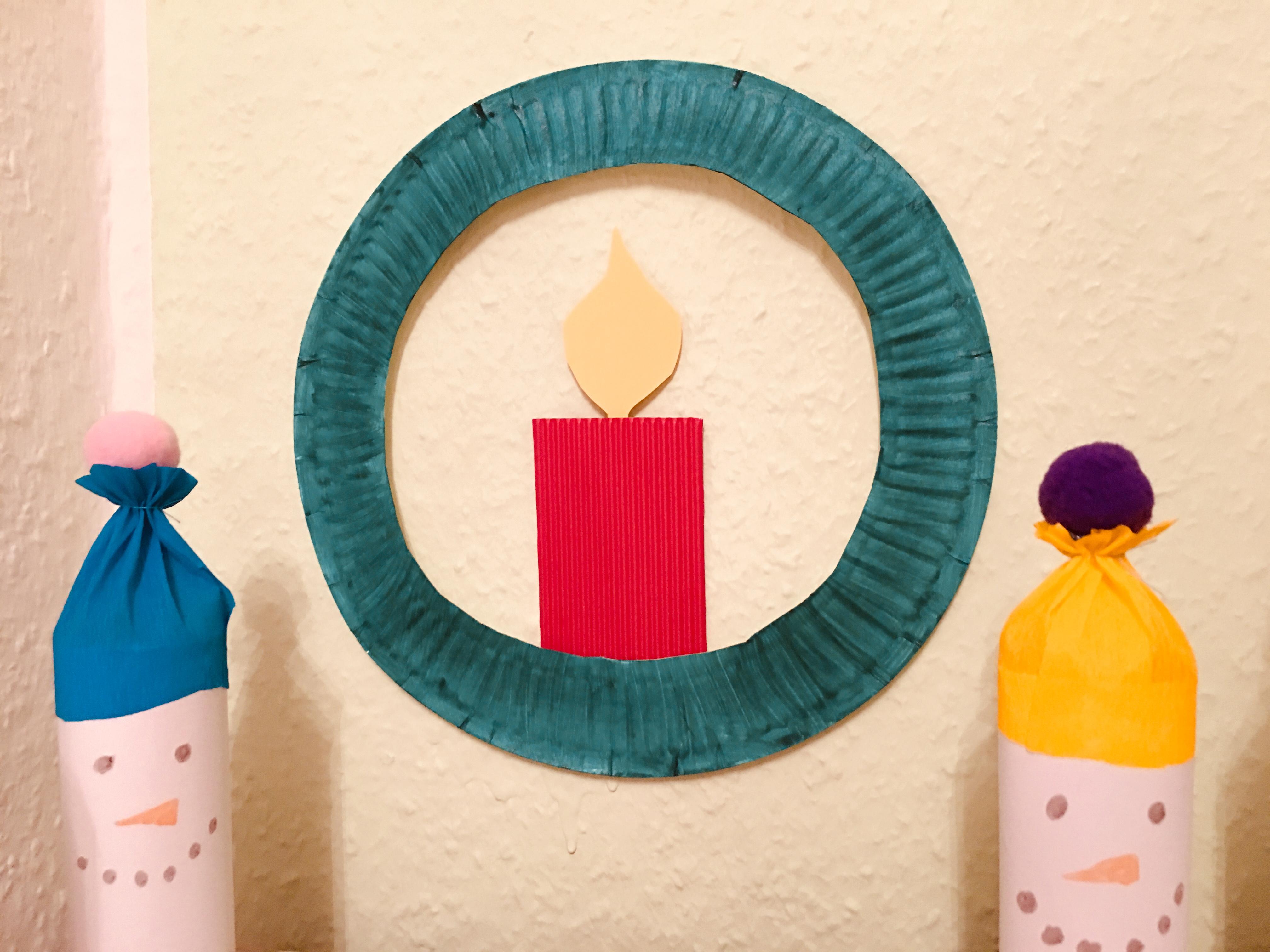 kerzenkranz aus pappteller basteln mit kindern der familienblog f r kreative eltern. Black Bedroom Furniture Sets. Home Design Ideas