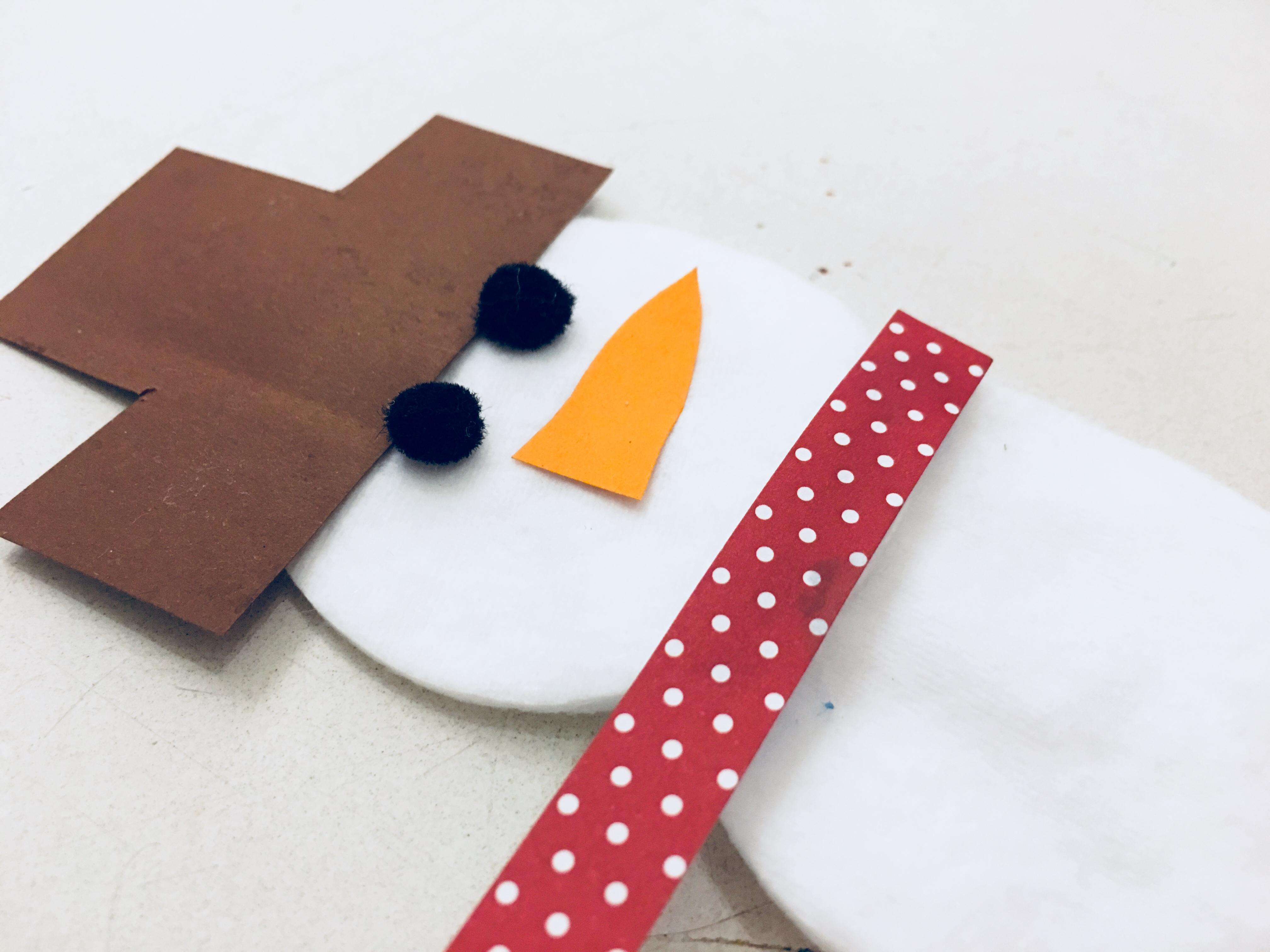 schneem nner aus eisstielen und wattepads basteln mit kindern der familienblog f r kreative. Black Bedroom Furniture Sets. Home Design Ideas