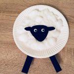 Ein Schaf aus Pappteller – Basteln mit Kindern