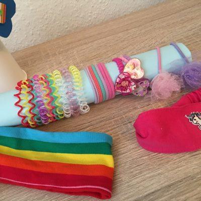 Zopfgummihalter aus Papprollen – Basteln für Kinder