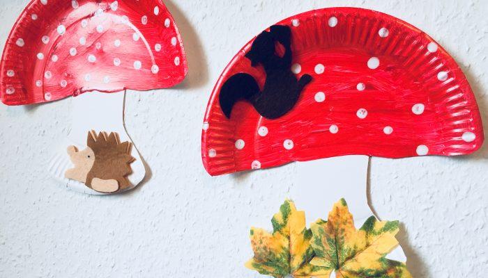 Einen Fliegenpilz aus Pappteller mit Kindern basteln