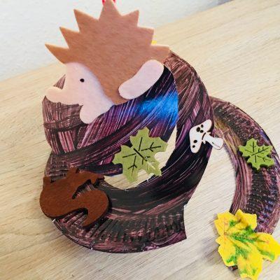 Herbstspirale mit Kindern aus Pappteller basteln