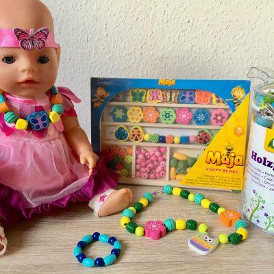 Ketten und Armbänder aus Holzperlen – Basteln für Kinder