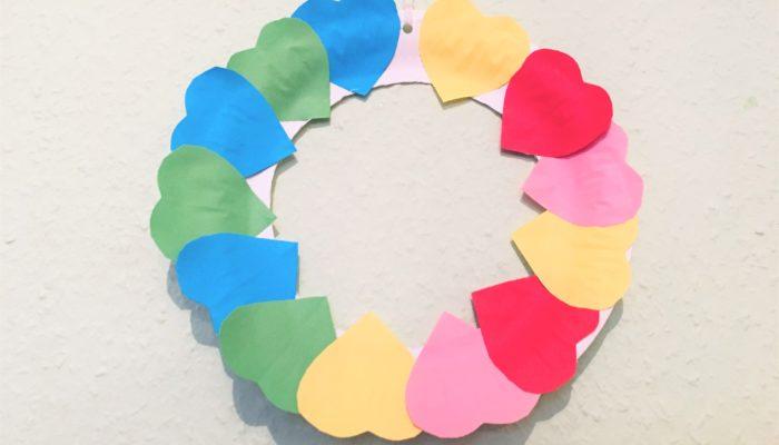 Herzkranz aus Papier – Basteln für die Liebe