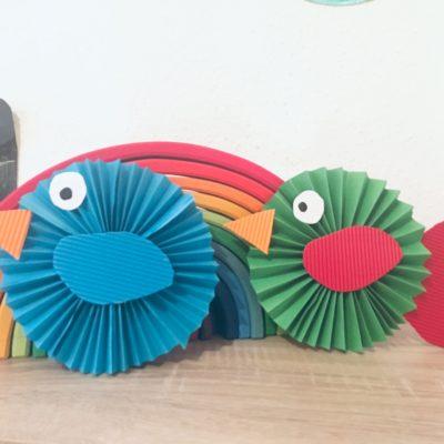 Bunte Vögel aus Papier falten – Basteln mit Kindern