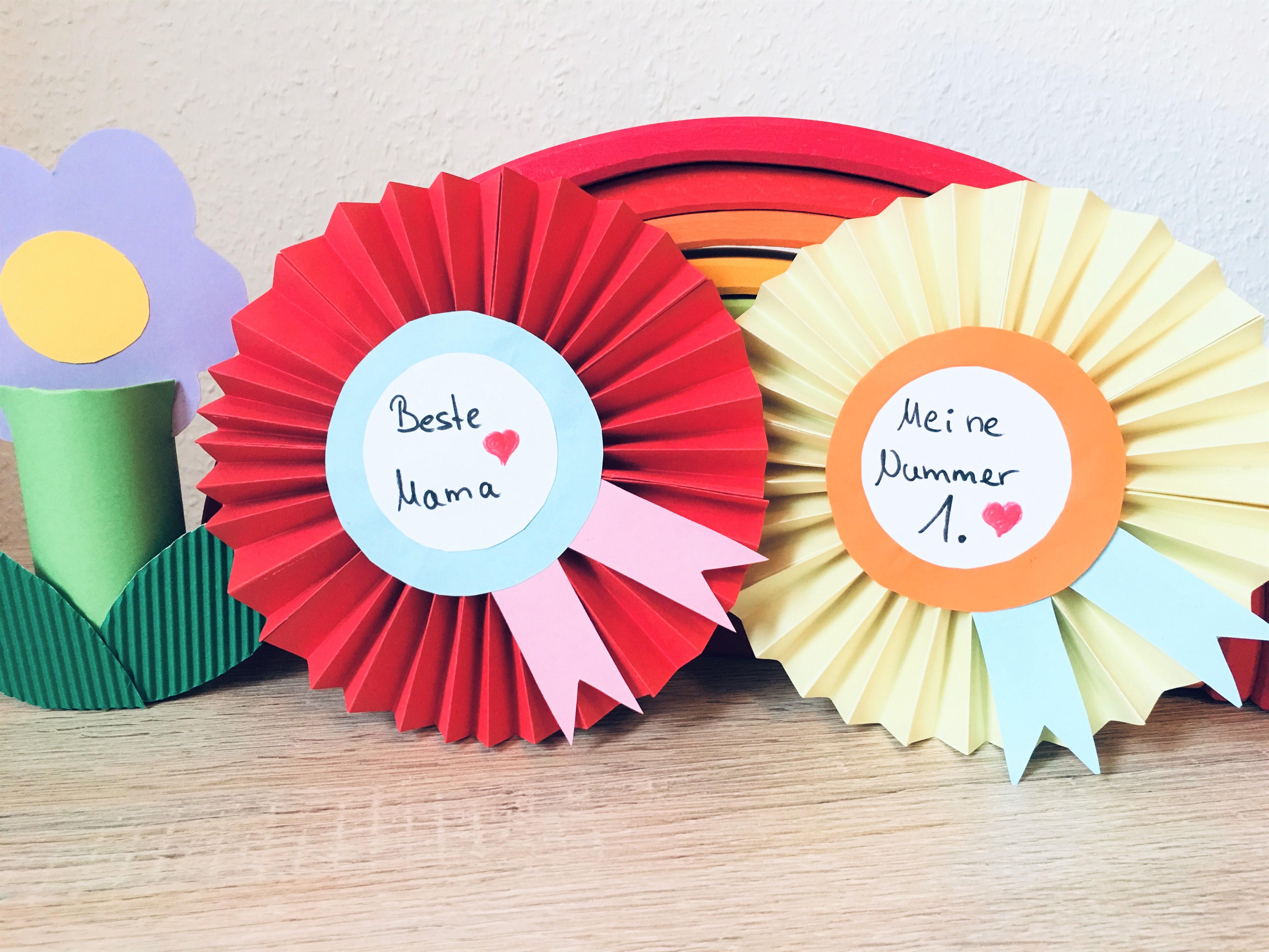 Weihnachtsbasteln Papier.Orden Aus Papier Basteln Basteln Für Muttertag Der Familienblog