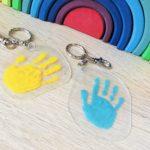 Handabdruck Schlüsselanhänger – Basteln mit Schrumpffolie