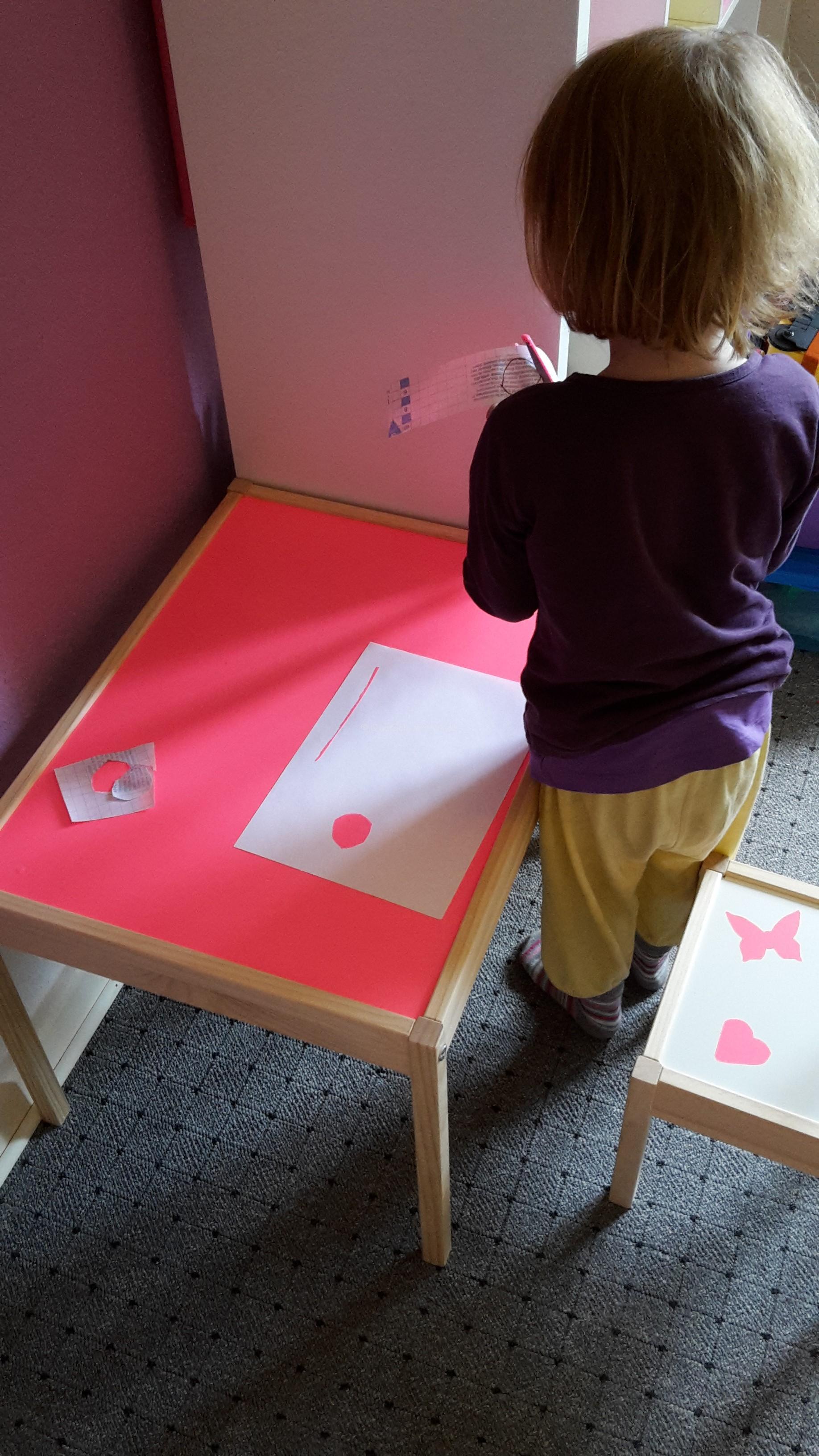 """Kindermaltisch und Stühle """"pimpen"""""""