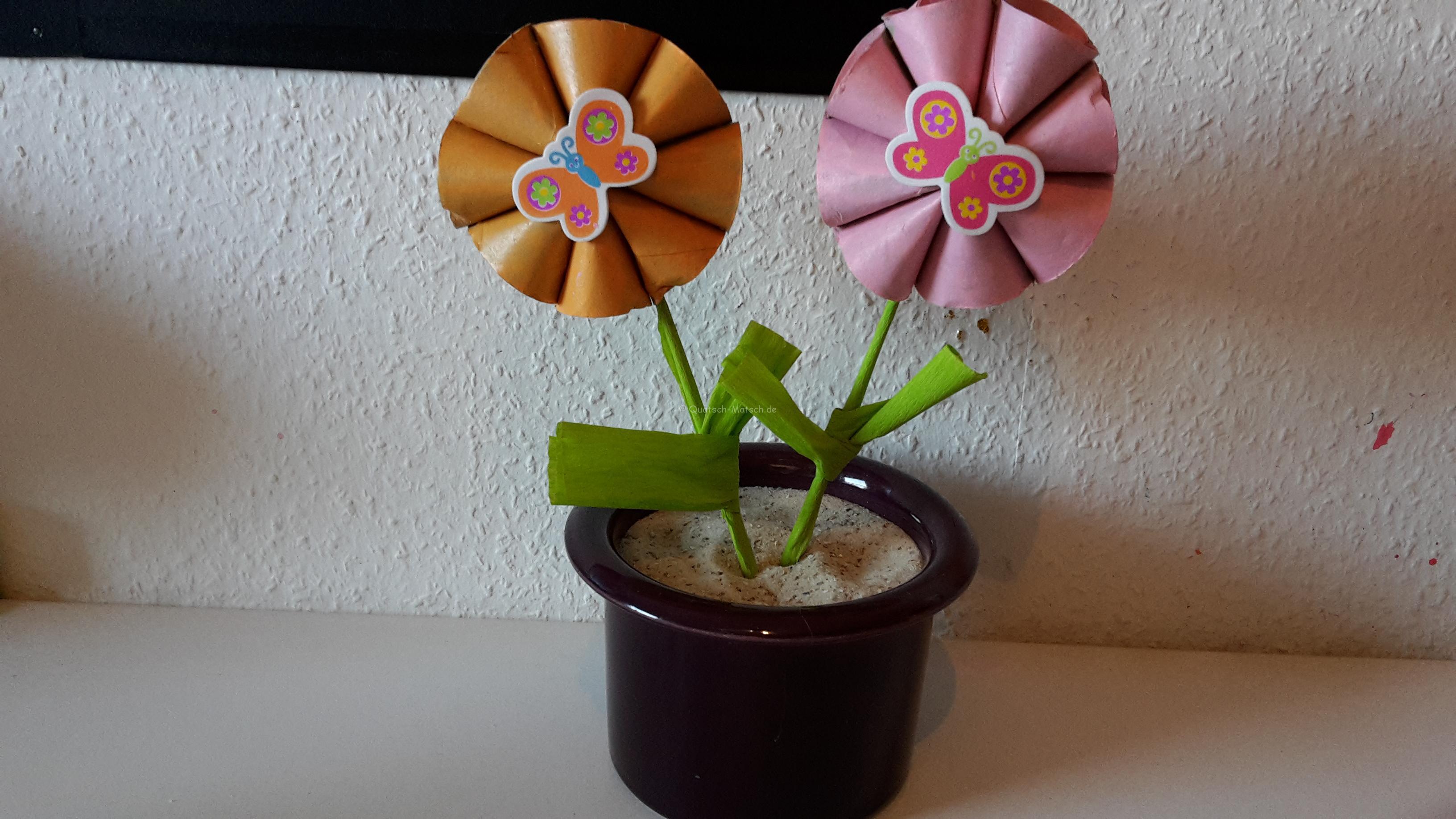 Blumen aus Toilettenpapierrollen selber machen – DIY