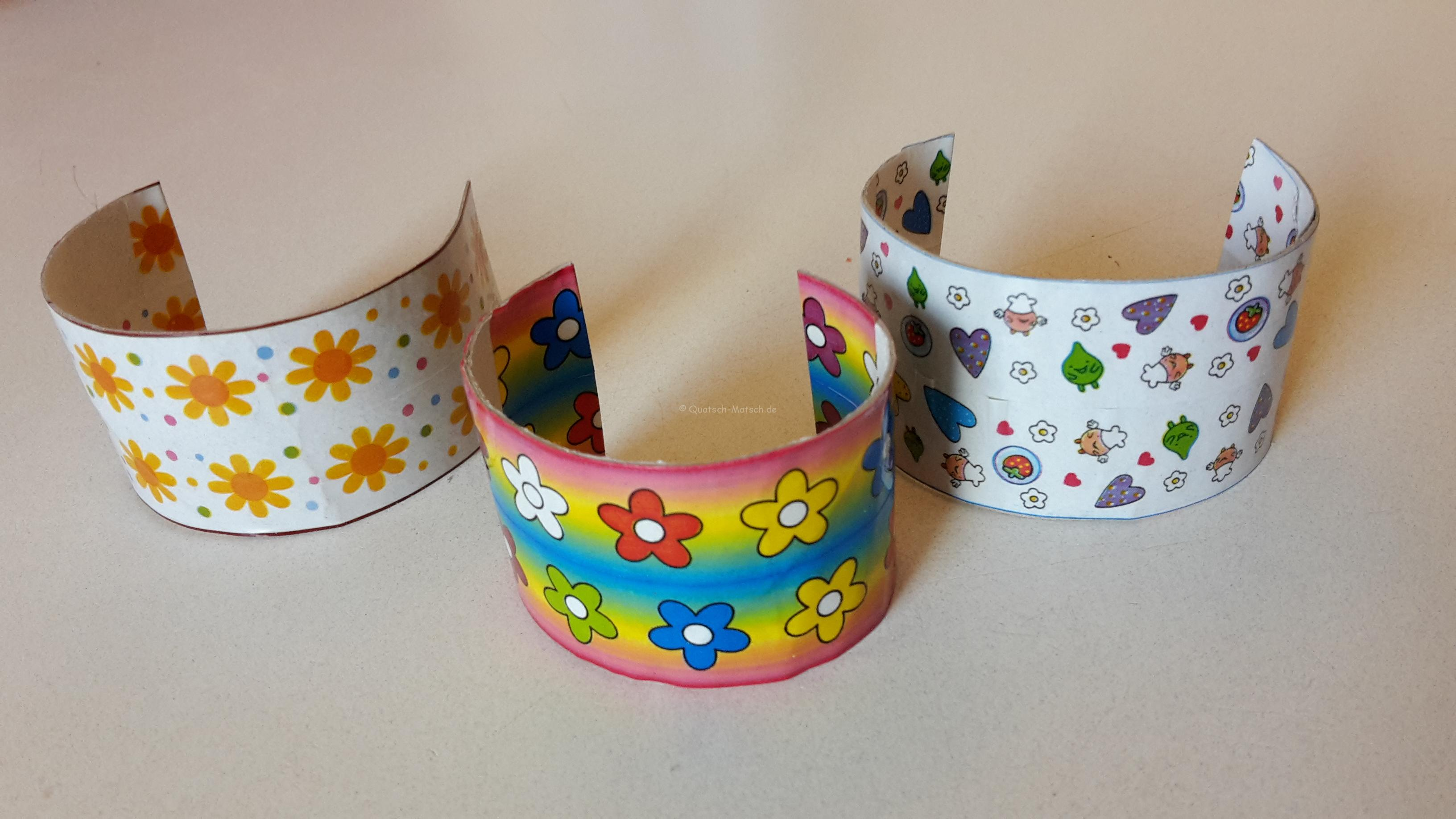Armbänder aus Toilettenpapierrollen – DIY