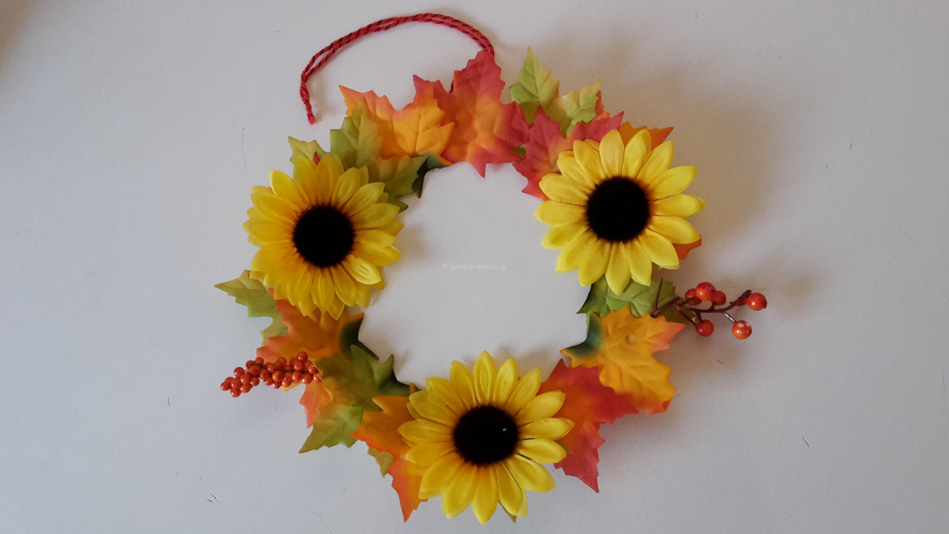 Farbenfroher Herbstschmuck für die Tür
