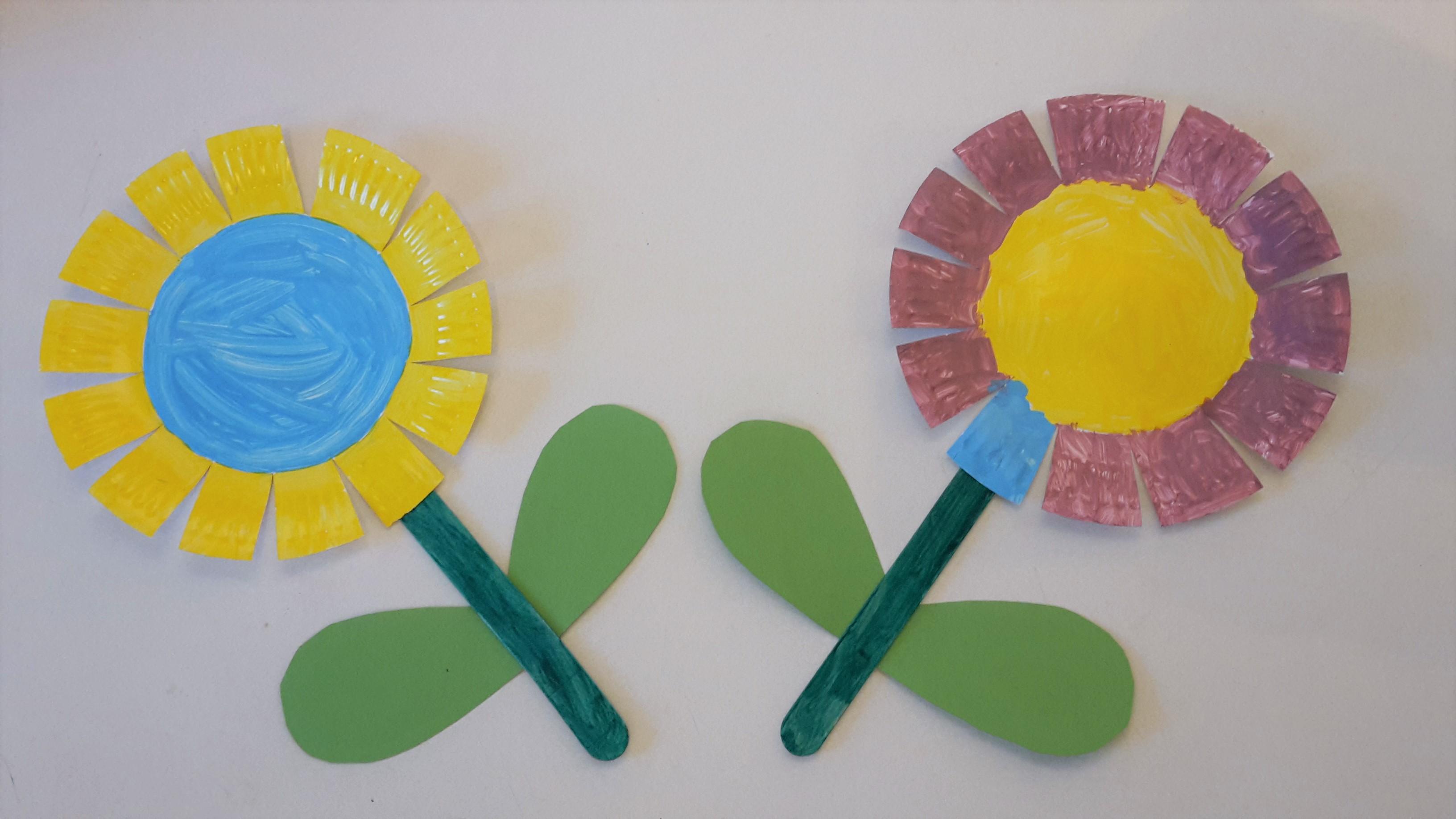 Bunte Blumen aus Pappteller basteln