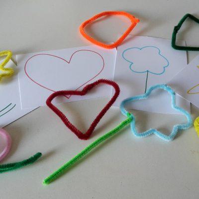 Formen legen mit Pfeiffenreiniger – Montessori