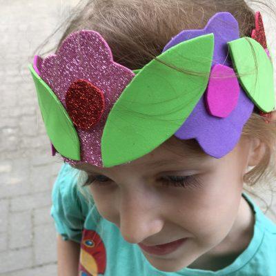 Blumenkrone aus Moosgummi – Für kleine Elfen und Feen