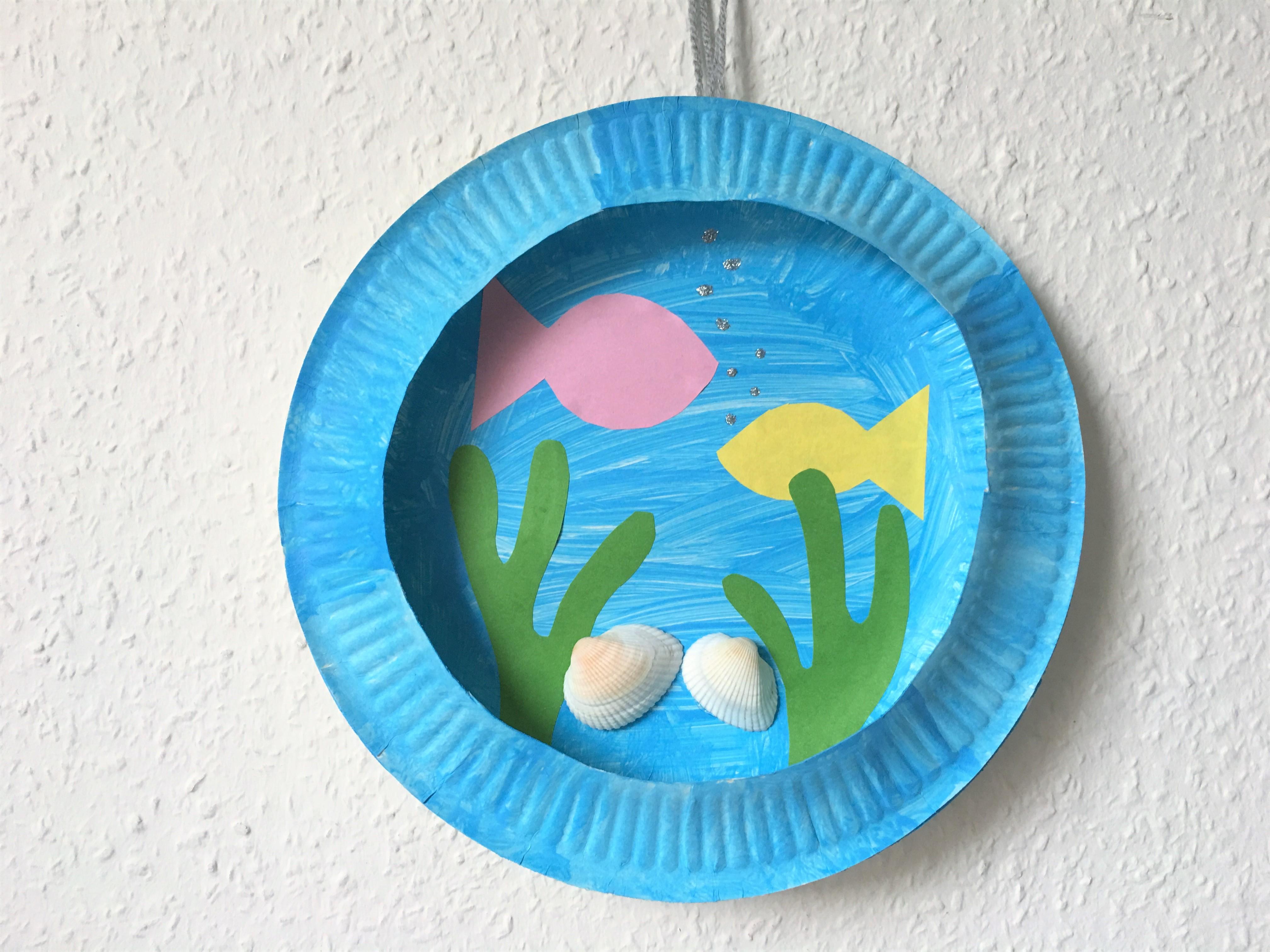 aquarium aus pappteller basteln der familienblog f r kreative eltern. Black Bedroom Furniture Sets. Home Design Ideas