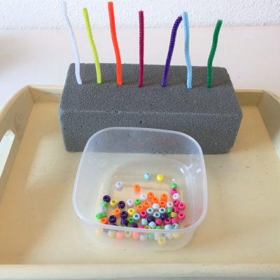Farben sortieren mit Perlen – Abakus selber machen