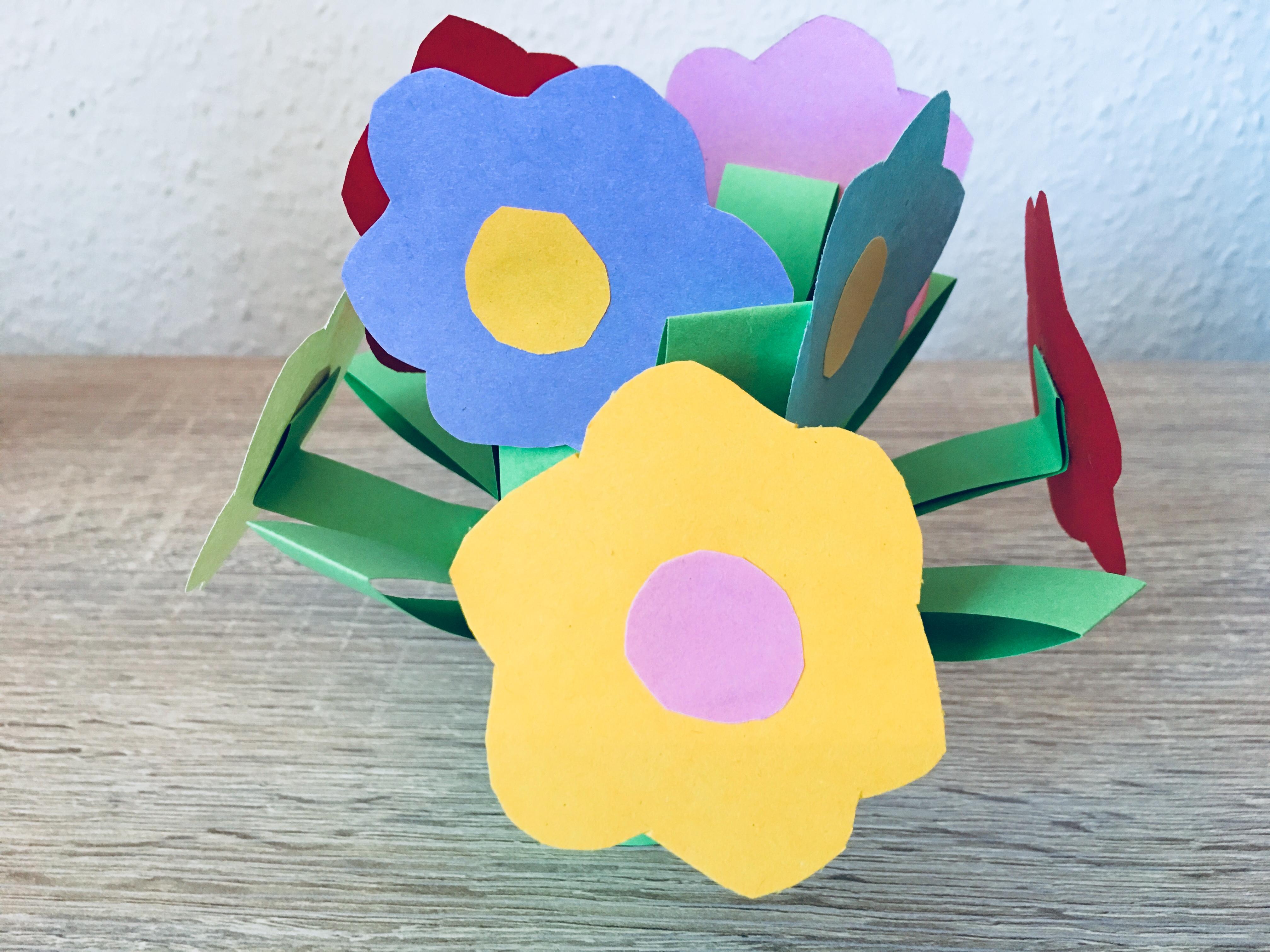 Sehr Blumen aus Papier - Basteln mit Kindern | Der Familienblog für RB86